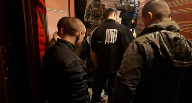 «Правоохранители, или бандиты в законе?»: В Киевской области за вымогательство 500 тысяч задержали двух «оперов»