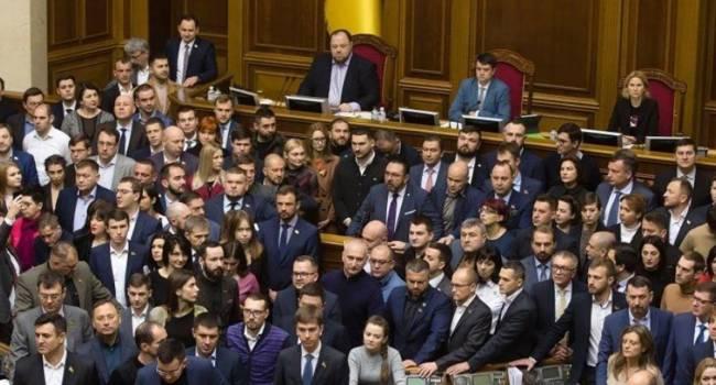Эксперт: нынешний состав парламента можно поздравить. Они установили рекорд