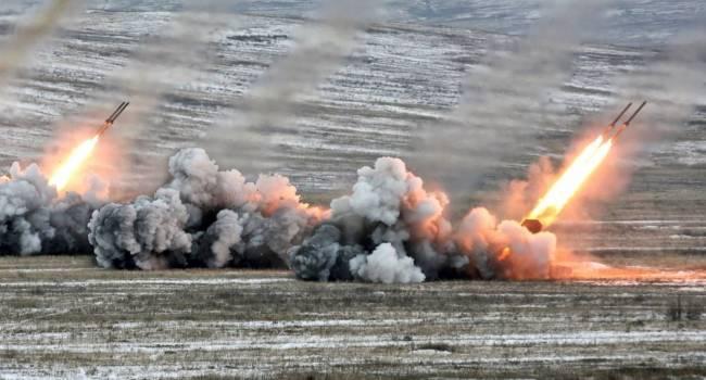 В Донецке работает артиллерия. Очень мощные взрывы. Местные бегут кто куда