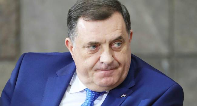 От Додика требуют отставки из-за подаренной Лаврову украденной в Украине иконы
