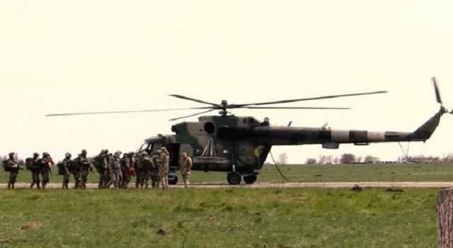 Бойцы ВСУ провели десантирование беспарашутным способом