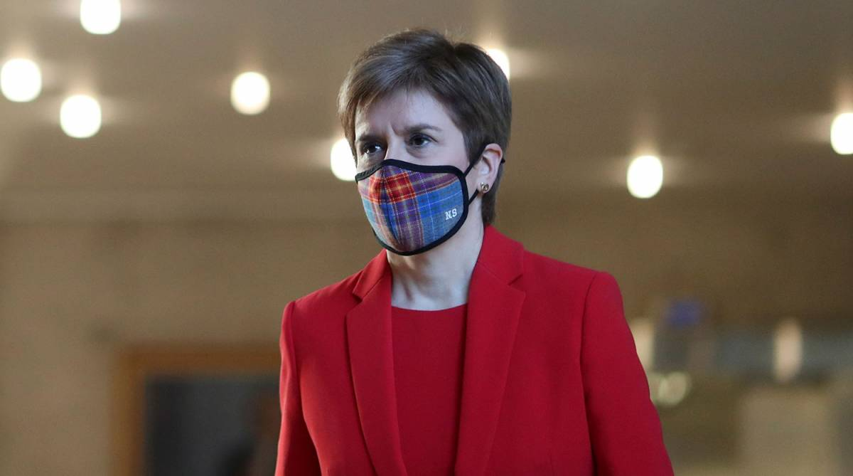 Власти Шотландии запрещают жителям выходить из дому из-за пандемии