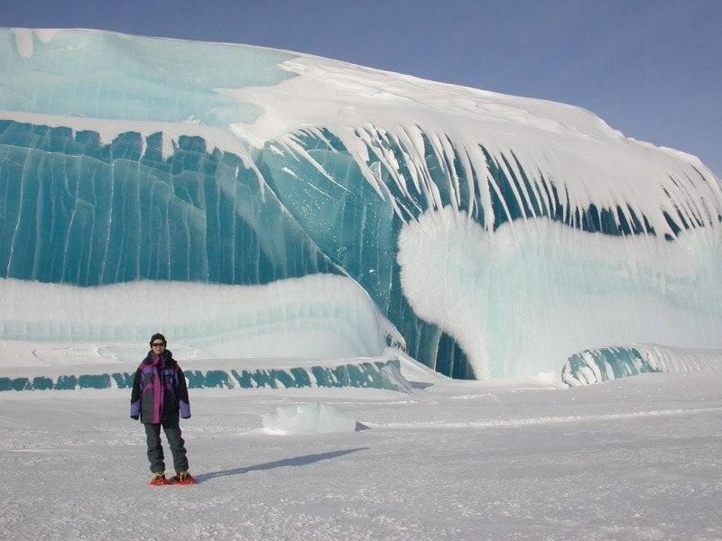 «Такое произошло впервые»: В Антарктиде у станции «Академик Вернадский» откололся огромный ледник