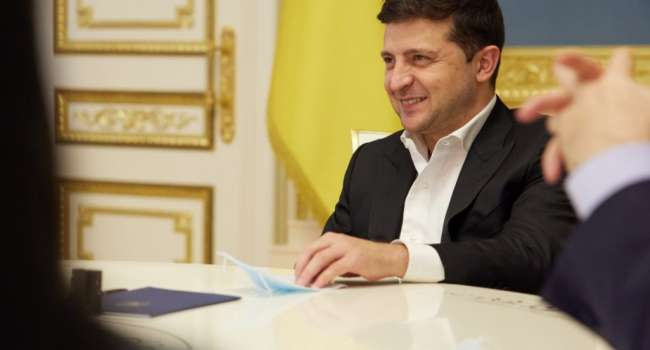 Блогер: Зеленский заявил, что вакцинация от ковида будет бесплатной. Здесь все логично, трудно продать за деньги то, чего нет