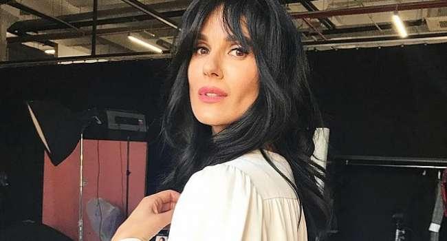 «Очень вдохновляете как женщина», «Господи, как вы красивы»: Маша Ефросина позировала с алыми губами, показав, как началась ее рабочая неделя