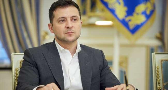 Политолог: теперь Зеленскому было бы лучше быстро съесть все материалы завтрашнего СНБО