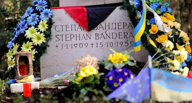 В Германии «отвратительные поддонки» поглумились над могилой Степана Бандеры – посол