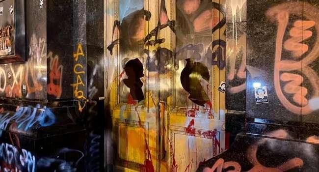 Политолог: универсальный способ обнуления ситуации – то, что сегодня мы наблюдали на Банковой, с разрисованными стенами
