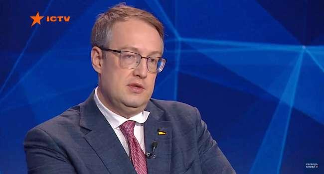 Геращенко запутался в своих доводах – теперь он уже не знает, били ли сторонники Порошенко на Банковой 20 марта или нет