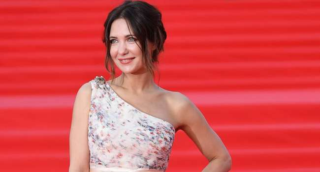 «Одна из самых красивых актрис»: Екатерина Климова сделала селфи, показав свое лицо вблизи