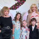 Кристина Орбакайте поделилась редкими семейными кадрами, где показала, как на самом деле выглядит ее звездная мама и все ее близкие родственники