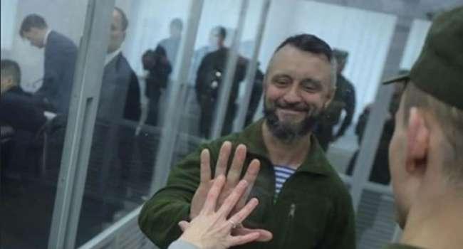 Политолог: Авакова, Геращенко, руководителей Нацполиции, судьей, прокуроров должна постигнуть уголовная ответственность