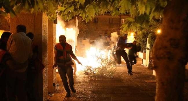 Полиция Израиля разогнала пулями и гранатами палестинцев с мечети во время молитвы в Восточном Иерусалиме