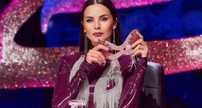 «Богиня»: Настя Каменских позировала в мини-платье на красной дорожке музыкальной премии YUNA 2021