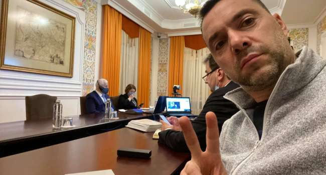 Журналист: похоже в ОП, уже готовы согласиться дать воду российским войскам в Крыму, это по факту – подарить его Москве окончательно