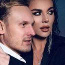 «Прям обложка Камасутры!» «Фу, чуть не блеванула!» Анна Седокова выложила интимное постельное фото с мужем, и нарвалась на волну критики